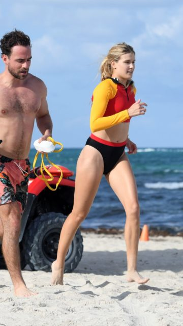 Eugenie Bouchard – Works Out on the Beach in Miami Beach