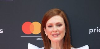 Julianne Moore – MasterCard Conversation Photocall in Cannes