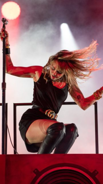 Miley Cyrus – Performs in Middlesborough