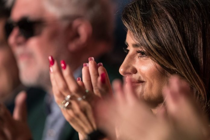 """Penelope Cruz – """"Pain and Glory"""" Press conference at Cannes Film Festival"""