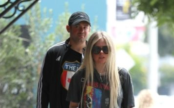 Avril Lavigne – Shopping at Couture Kids in West Hollywood