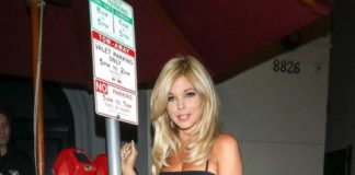 Donna D'Errico – Outside Craig's Restaurant in West Hollywood