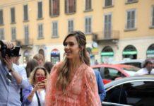 Jessica Alba – Arrives at Douglas Perfumery in Milan