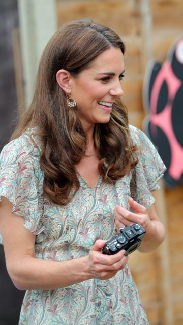 Kate Middleton – Joins a Photography Workshop for Action for Children in Kingston