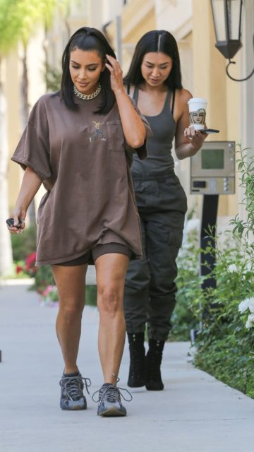 Kim Kardashian – Out in Calabasas