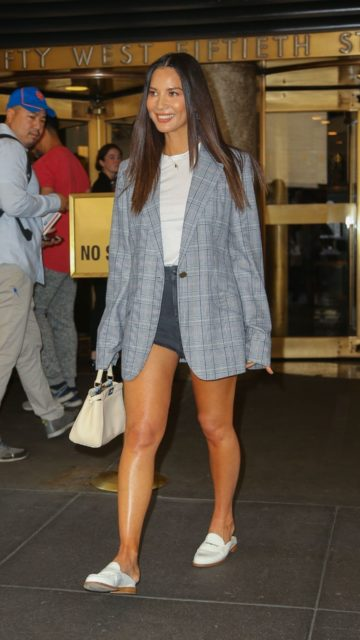 Olivia Munn – Out in NYC