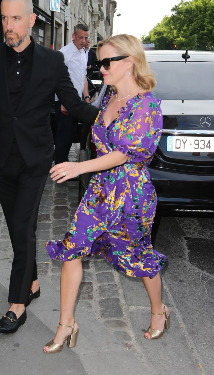 Reese Witherspoon – Outside Laperouse Restaurant in Paris