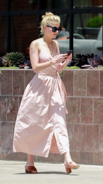 Amber Heard at a Gas Station in LA
