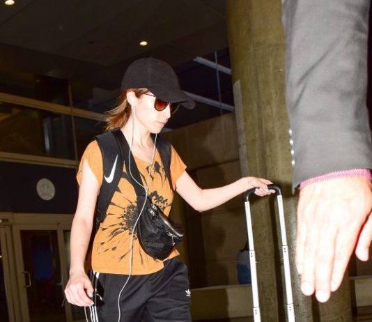 Anna Kendrick in Comfy Travel Outfit – LAX Airport