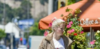 Ireland Baldwin – Ventura Blvd Los Angeles