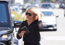 Khloe Kardashian – Bagel Shop in Beverly Hills