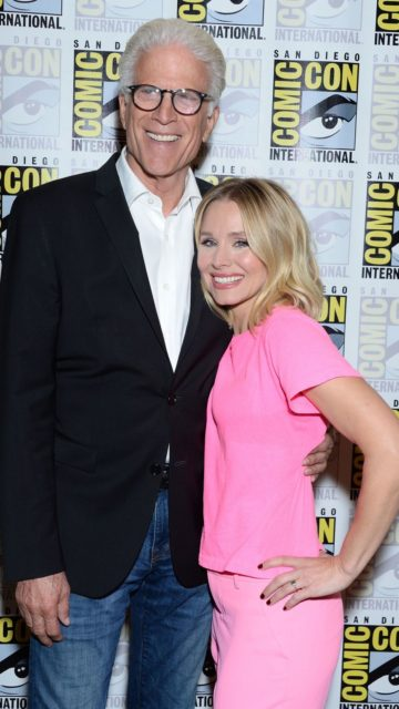 """Kristen Bell – """"The Good Place"""" Press Line at 2019 SDCC"""