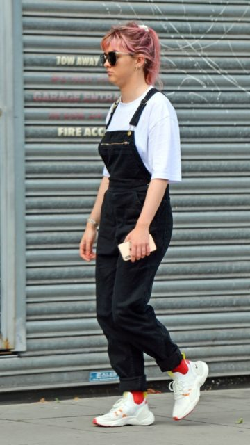 Maisie Williams – Out in London