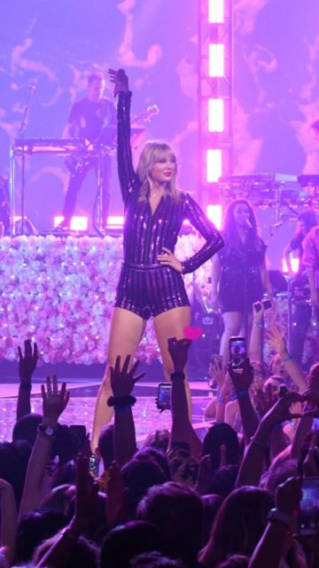 Taylor Swift – Performs in New York