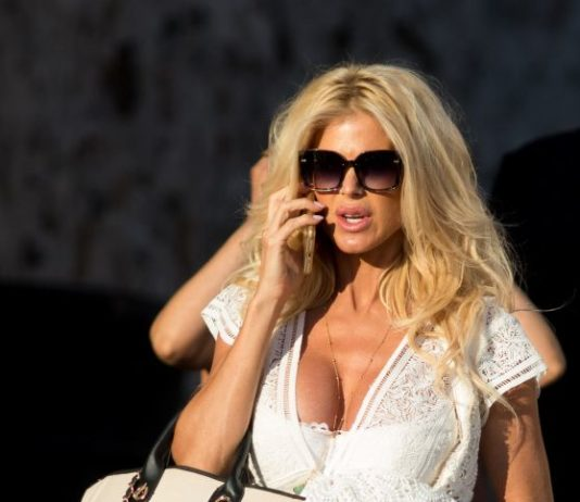 Victoria Silvstedt – Out in St-Tropez