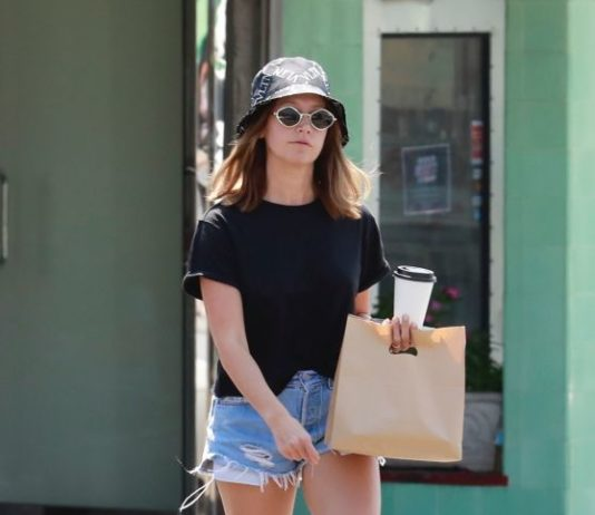 Ashley Tisdale – Out in Los Feliz