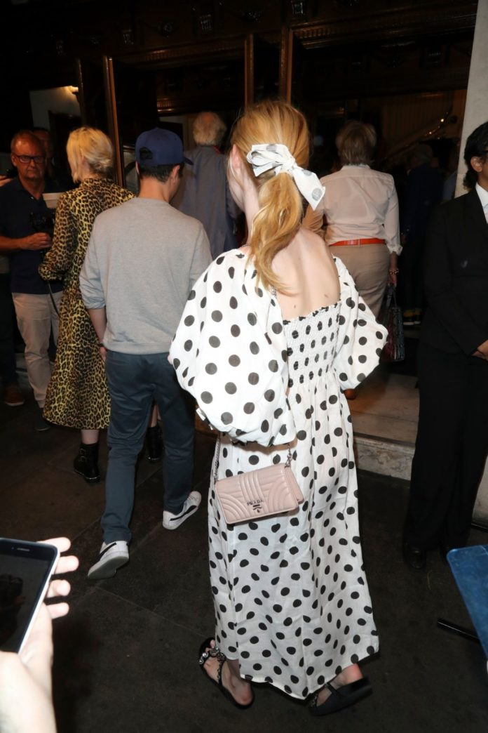 """Elle Fanning – Heading to the Press Night Performance of """"Fleabag"""" in London"""