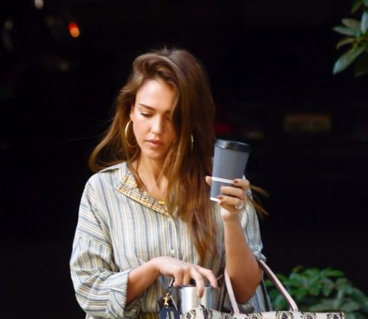 Jessica Alba – Arriving at Her Office in LA