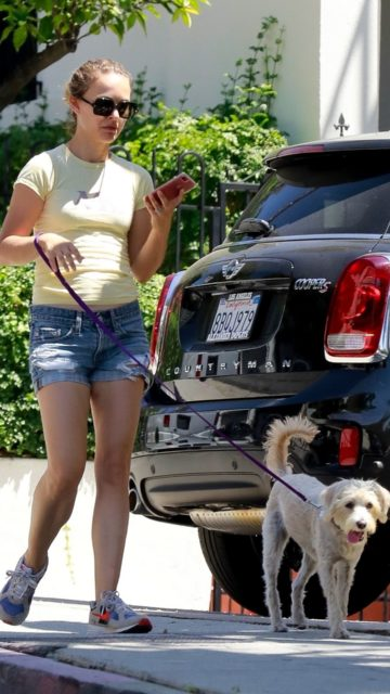 Natalie Portman – Taking Her Dog for a Stroll in Los Angeles