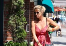 Rachel Hunter – Walking Her Dog in Beverly Hills