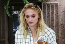 Sophie Turner – Shopping in Miami