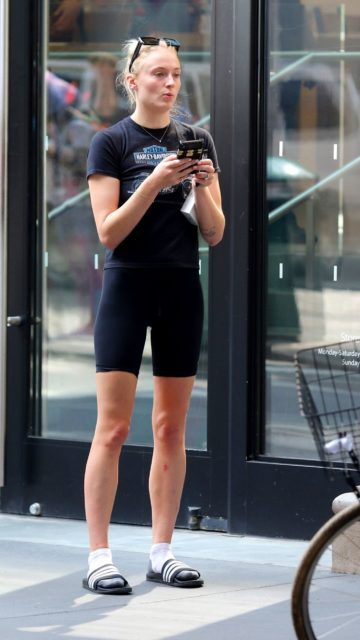 Sophie Turner – Shopping in NYC