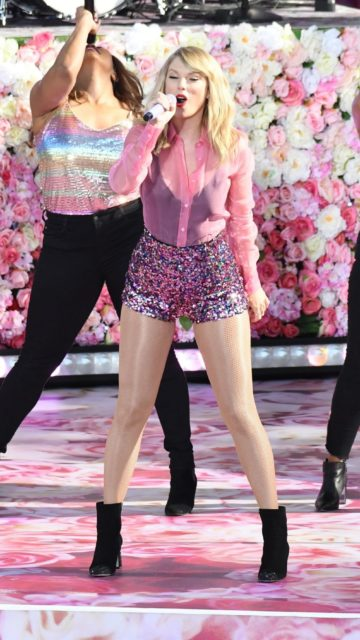 Taylor Swift – Performing on GMA in NYC