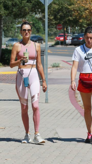 Alessandra Ambrosio in a Pink Gym Outfit in Los Angeles