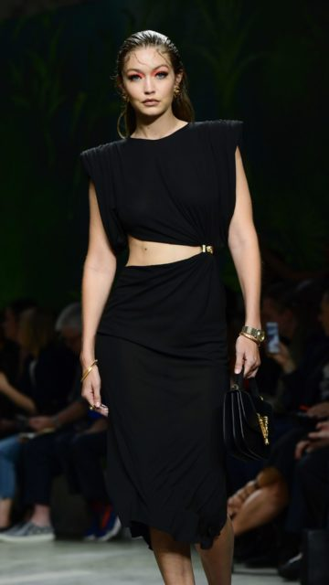 Gigi Hadid – Versace Fashion Show in Milan