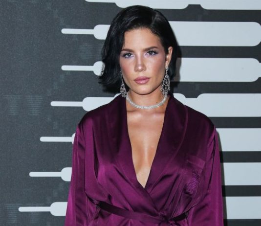 Halsey – Savage x Fenty Show in Brooklyn