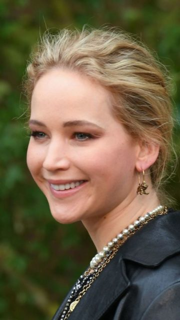 Jennifer Lawrence – Christian Dior Fashion Show in Paris