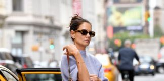 Katie Holmes – Getting Out of a Cab in NYC