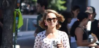 Natalie Portman – Out For Breakfast in Los Angeles