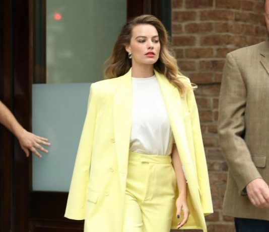 Margot Robbie – Out in New York City
