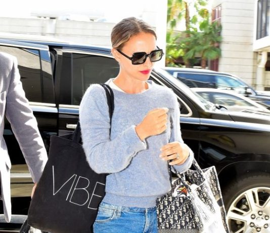 Natalie Portman – Arrives at LAX Airport in Los Angeles
