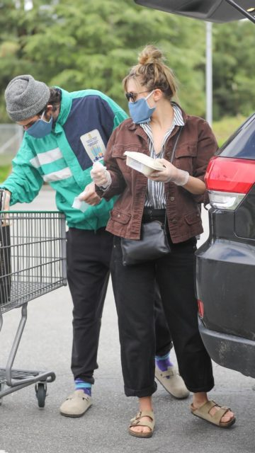 Elizabeth Olsen Out With Mask For Grocery Shopping in Calabasas