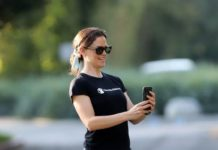 Jennifer Garner in Street Outfit And Visits a Construction Site in Brentwood